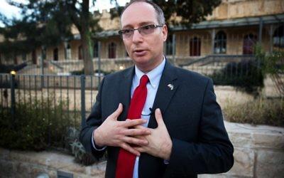 L'homme d'affaires israélo-américain Moti Kahana et fondateur de Amaliah, à Jérusalem, le 18 février 2016 (Crédit : AFP / MENAHEM KAHANA)