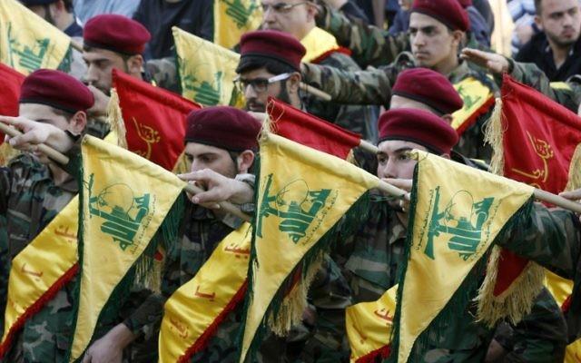 Funérailles d'un membre du Hezbollah qui a été tué en combattant aux côtés des forces du gouvernement Assad en Syrie, le 1er mars 2016. (Crédit : Mahmoud Zayyat/AFP)