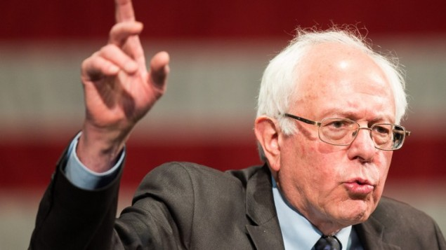 Le candidat à l'investiture démocrate Bernie Sanders prends la parole lors d'un rassemblement à Dearborn, Michigan, le 7 mars 2016 (Crédit : AFP / Geoff Robins)