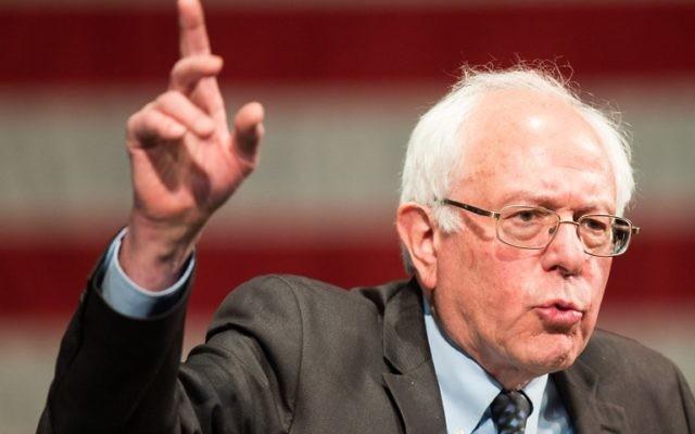Bernie Sanders pendant un rassemblement à Dearborn, Michigan, le 7 mars 2016. (Crédit : Geoff Robins/AFP)