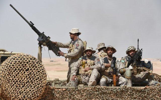 """Des forces spéciales pendant les exercices militaires du """"Tonnerre du Nord"""" à Hafar al-Batin, à 500 kilomètres au nord-est de la capital Riyad de l'Arabie saoudite le 10 mars 2016 (Crédit : AFP / FAYEZ NOURELDINE)"""