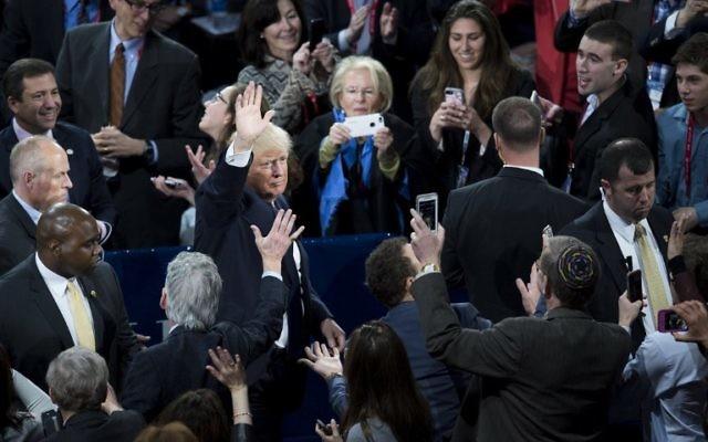 Le candidat républicain à la présidentielle américaine, Donald Trump, pendant la conférence politique annuelle de l'AIPAC au centre Verizon de Washington, le 21 mars 2016. (Crédit : AFP / SAUL LOEB)