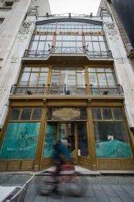 Ancien magasin qui appartenait à des juifs avant la Seconde Guerre Mondiale et a été confisqué par les nazis, à Belgrade, le 15 mars 2016. (Crédit : AFP/ANDREJ ISAKOVIC)