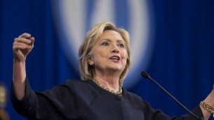 La candidate à l'investiture démocrate Hillary Clinton intervenant lors de la Convention du New Hampshire du parti démocrate au Centre Verizon Wireless de Manchester, le 19 septembre 2015. (Crédit : Scott Eisen/Getty Images/AFP)