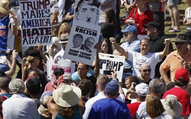 Manifestations anti-Trump dans l'Arizona, le 19 mars 2016 Crédit : Ralph Freso / GETTY IMAGES NORTH AMERICA / AFP)
