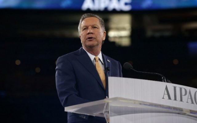 Le candidat républicain à la présidentielle, le gouverneur de l'Ohio John Kasich, pendant la conférence politique annuelle de l'AIPAC, à Washington, le 21 mars 2016. (Crédit : Alex Wong/Getty Images/AFP)