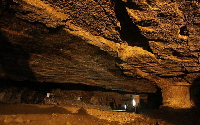 La grotte de Sédécias dans le quartier musulman de Jérusalem (Crédit : CC BY 3.0/Chmee2 )