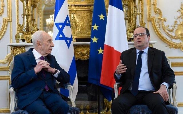 Shimon Peres et François Hollande au palais de l'Elysée le 25 mars 2016 (Crédit : Facebook/Shimon Peres שמעון פרס)