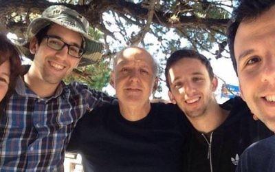 David Fremd, au centre, a été poignardé à mort dans une attaque présumée antisémite à Paysandu, Uruguay, le 8 mars 2016. (Crédit : Facebook)