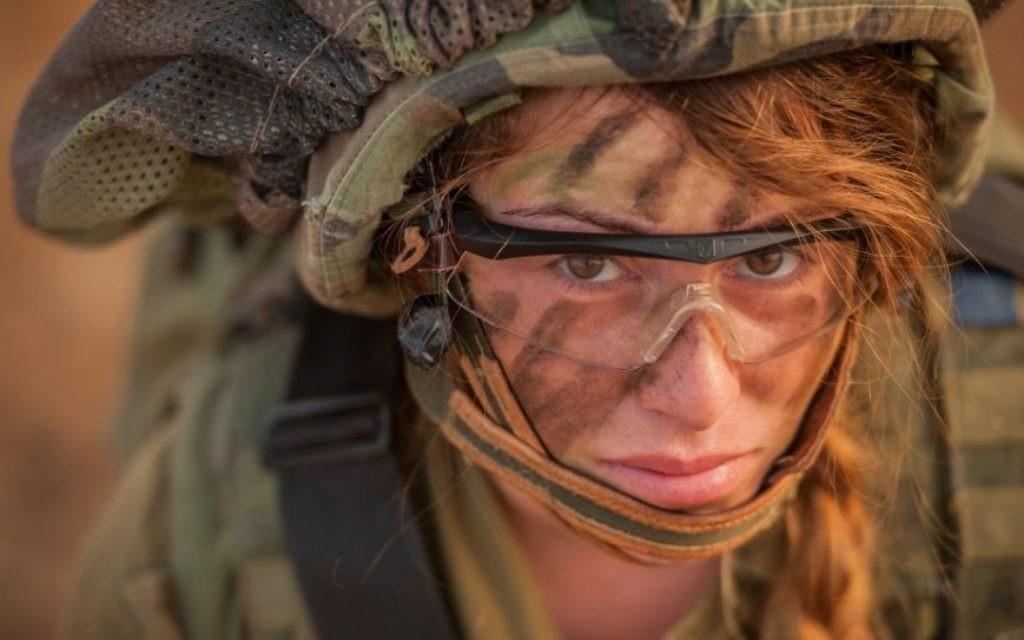 Une soldate du bataillon des Lions du Jourdain pendant un exercice, le 8 juin 2015. (Crédit : unité des porte-paroles de l'armée israélienne/Flickr)