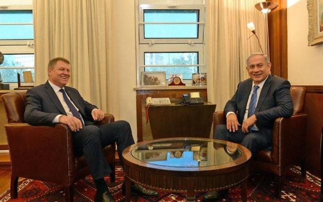 Benjamin Netanyahu et Klaus Werner Iohannis à Jérusalem, le 7 mars 2016 (Crédit : חיים צח)