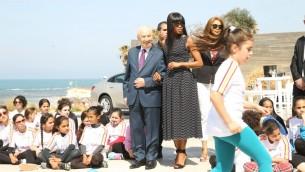 Shimon Peres et Naomi Campbell au Centre Peres pour la Paix en l'honneur de la Journée internationale de la femme (Crédit : Autorisation Rafi Delouya)