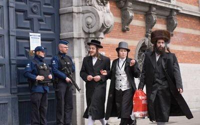 Parmi des informations d'échecs sécuritaires à répétition, beaucoup de juifs belges ont le sentiment que leur gouvernement les laisse vulnérables. (Crédit : Cnaan Liphshiz)