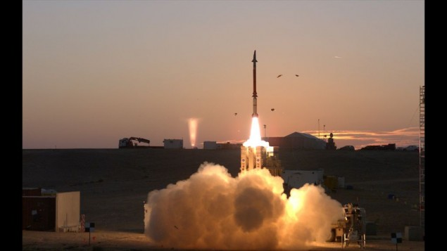 Un test du système de défense antimissile Fronde de David (Crédit : Ministère de la Défense)