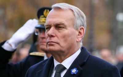 Jean-Marc Ayrault lors des cérémonies du 11 novembre 2012 (Crédit : Remi Jouan/Wikimedia Commons)