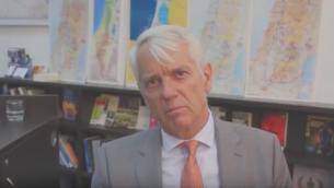Lars Faaborg-Andersen, l'émissaire de l'Union européenne en Israël (Crédit : capture d'écran YouTube)