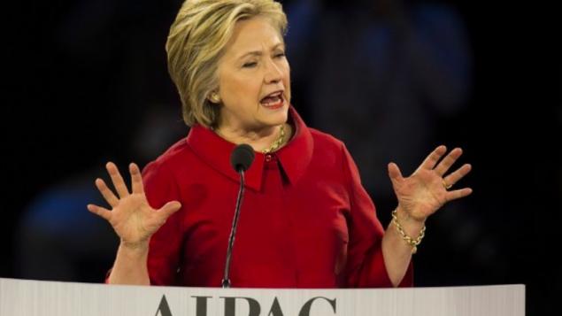 La candidate démocrate Hillary Clinton à la Conférence de l'AIPAC 2016 à Washington, le 21 mars 2016. (Crédit : AFP/Jim Watson)