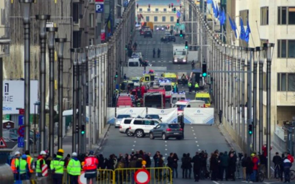 Le périmètre de la station de métro à Bruxelles après les attentats du 22 mars 2016 (Crédit : AFP / EMMANUEL DUNAND)