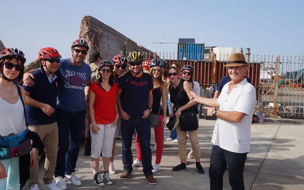 Jean-Michel Roger (à droite) et les participants de CONNECt'16 en Israël (Crédit : Charlotte Guimbert)