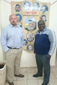 Dr. Frans Cronje et le professeur Rabelani Dagada, l'un des membres d'un groupe sud-africain, en visite à Ramallah, en février 2016 (Crédit : Autorisation Dr. Frans Cronje)