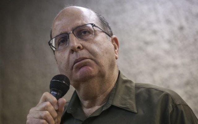 Le ministre de la Défense Moshe Yaalon s'adressant aux étudiants de l'université hébraïque de Jérusalem, le 4 mars 2015 (Crédit : Hadas Parush / Flash90)