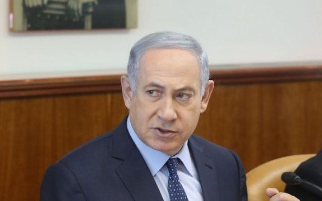 Le Premier ministre Benjamin Netanyahu pendant la réunion hebdomadaire du gouvernement dans ses bureaux, à Jérusalem, le 6 mars 2016. (Crédit : Marc Israel Sellem/POOL)