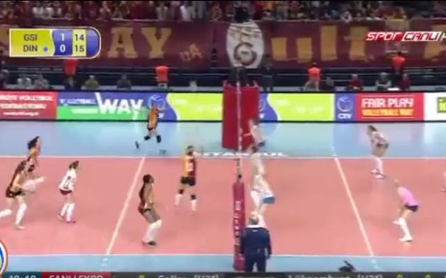 Un match de la Coupe d'Europe de volley entre Galatasaray et le Dinamo Krasnodar (Crédit Capture d'écran YouTube)