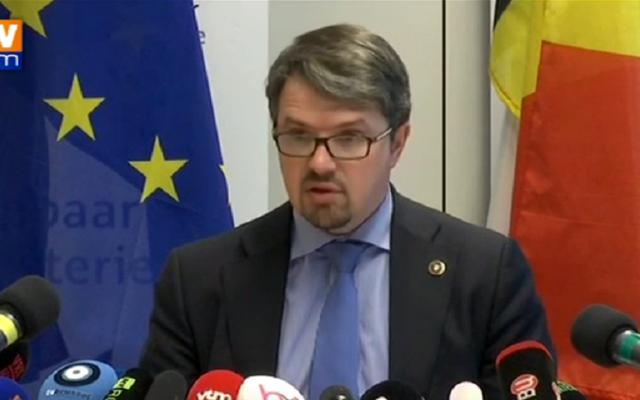 Frédéric Van Leeuw, le procureur fédéral belge, lors d'une conférence de presse le 22 mars 2016 (Crédit : Capture d'écran YouTube/BFMTV)