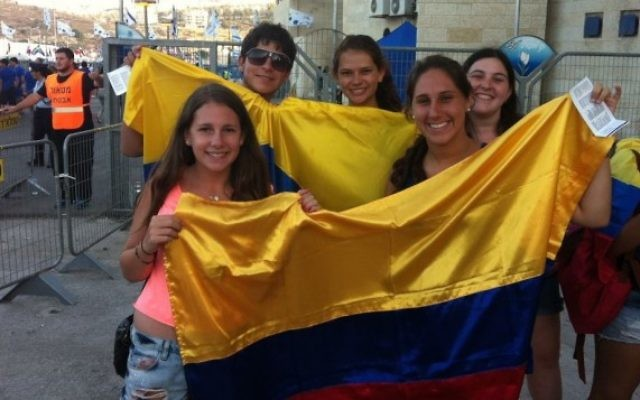 Des lycéens de Colombie au 19èe Maccabiades. (Crédit : Aaron Kalman)
