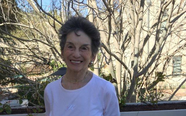 Renee Rabinowitz, 81 ans, qui a  poursuisi El Al pour discrimination religieuse (Crédit :  Jessica Steinberg)