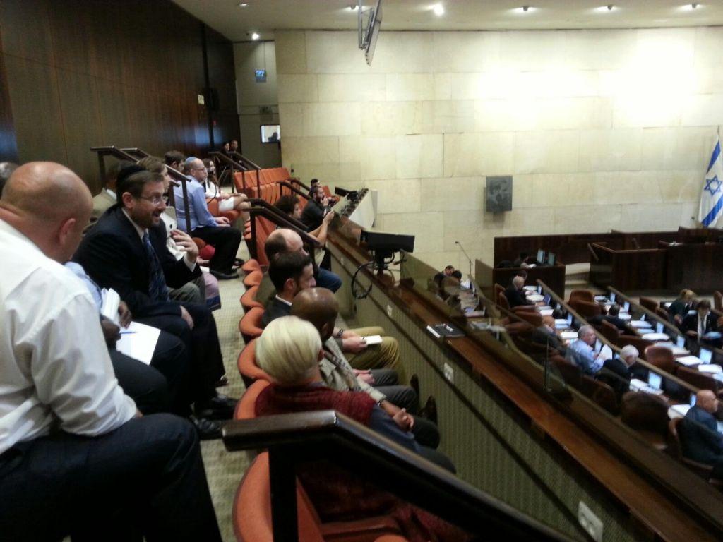Les membres d'une délégation sud-africaine en visite à la Knesset avec l'ancien député Dov Lipman, en février 2016 (Crédit : WZO)