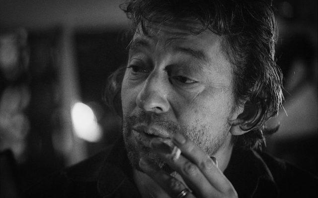 Serge Gainsbourg par Claude Truong-Ngoc -1981 (Crédit : Wikipédia CC BY-SA 3.0)
