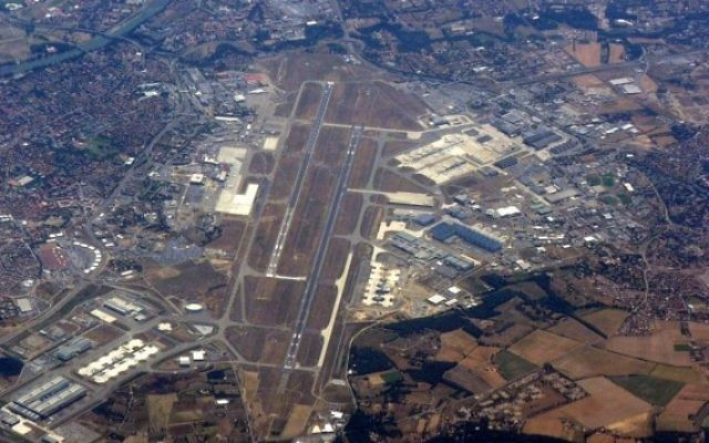 Vue aérienne de l'aéroport Toulouse–Blagnac (Crédit : CC BY Hynek Moravec, Wikipedia)