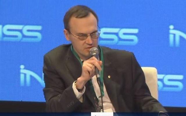 Alexey Drobinin, ministre-Conseiller à l'ambassade russe (Crédit : YouTube/TAUVOD)