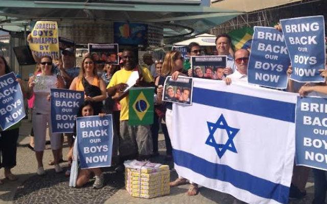 Photo d'une manifestation de la communauté juive du Brésil en solidarité avec Israël, le 17 juin 2014 (Crédit : Autorisation)