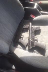 Armes utilisées par les deux Palestiniens qui ont mené une attaque à Jérusalem, le 9 mars 2016. (Crédit  : police israélienne)