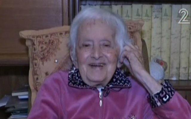 Maniya Bergson a attendu 100 ans pour fêter son 25ème anniversaire, le 29 février 2016. (Crédit : capture d'écran Deuxième chaîne)