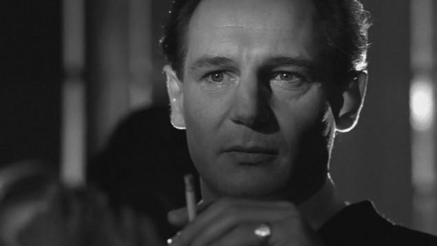 """Liam Neeson interprète Oskar Schindler dans """"La liste de Schindler"""", film sorti en 1993. (Crédit : capture d'écran)"""
