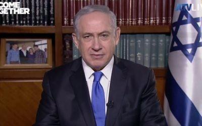 Le Premier ministre Benjamin Netanyahu s'adressant aux participants à la conférence de l'AIPAC, par vidéoconférence, le 22 mars 2016. (Crédit : capture d'écran YouTube/JLTV)