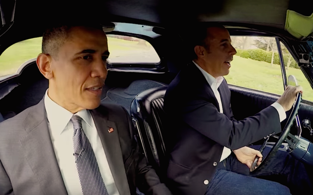 "Le président Obama (à gauche) avec Jerry Seinfeld dans un épisode de ""Comedians in Cars Getting Coffee"". (Crédit : Capture d'écran 'Comedians in Cars Getting Coffee')"