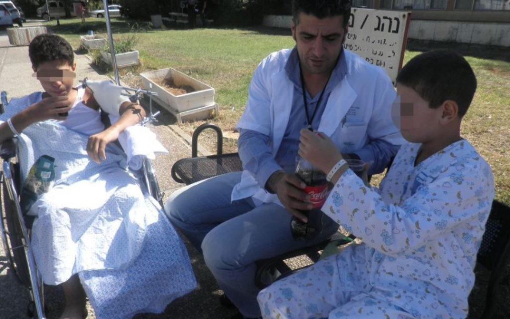 Les enfants syriens sont soignés au Centre médical Ziv à Safed (Crédit : Autorisation)