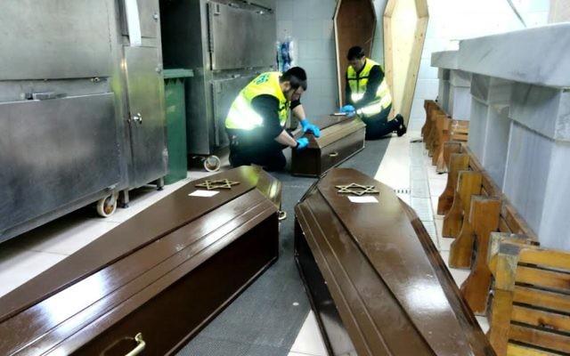 Les corps des 3 victimes israéliennes de l'attentat suicide d'Istanbul (Crédit : ZAKA)