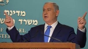 Benjamin Netanyahu à une conférence de presse à Jérusalem, le 23 mars 2016 (Crédit : Raphaël Ahren/Times of Israel)