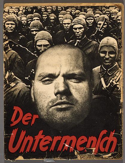 """Couverture avec un collage de photos de """"Der Untermensch"""" (le sous-homme), un pamphlet de 52 pages qui utilise des photos prises par Associated Press. (Crédit : Deutsches Historisches Museum, Berlin)"""