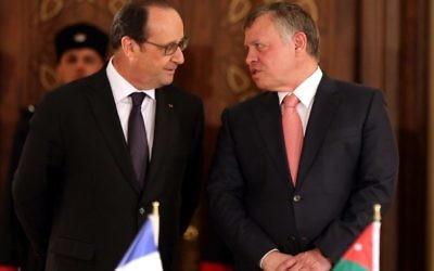 Francois Hollande (g) et le roi Abdallah II à Amman, le 19 avril 2016 (Crédit : KHALIL MAZRAAWI / POOL)