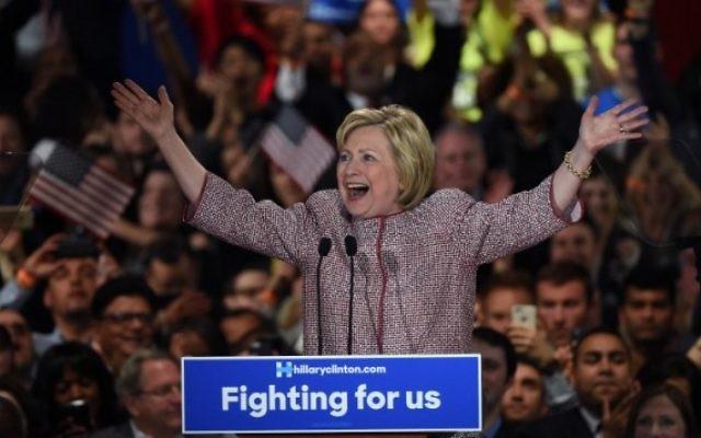 La candidate démocrate à la présidentielle Hillary Clinton après sa victoire dans la primaire de l'état de New York, à New York, le 19 avril 2016. (Crédit : AFP/Timothy A. Clary)