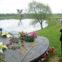 Le mémorial du camp de la Seconde Guerre mondiale de Jasenovac pendant une cérémonie en mémoire des dizaines de milliers de victimes tuées par le régime croate pro-nazi, le 26 avril 2015. (Crédit : AFP/STRINGER)