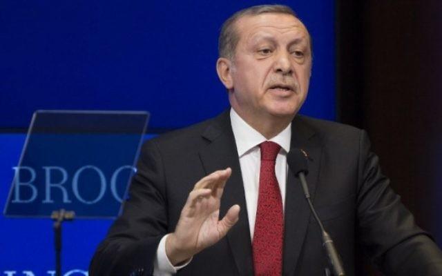 Le président turc Recep Tayyip Erdogan à l'institution Brookings à Washington, D.C.,  le 31 mars 2016. (Crédit : Drew Angerer/Getty Images/AFP)