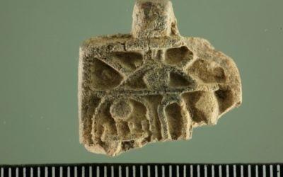 Une amulette égyptienne de 3 200 ans retrouvée à Jérusalem. (Crédit: Zachi Dvira)
