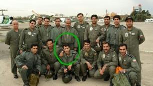 Photo non datée du major Ahmad-Reza Khosravi (dans le cercle), ancien pilote de l'unité d'hélicoptères des services de sécurité iraniens. (Crédit : autorisation)